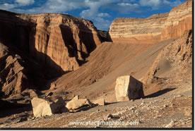Cordilheira do Sal - formada há milhões de anos atrás. Era um antigo lago. Moldada pelo tempo através da chuva, do vento e do sol do Deserto do Atacama, sua forma final que conhecemos hoje é plena de esculturas naturais, diferentes tipos estratificações e colorações variadas pela diversidade mineral do local.